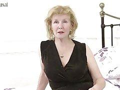 Horny inggris ibu rumah tangga bermain dengan dia pussy